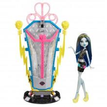 Mattel Monster High Komora Ładowania i Elektryzująca Frankie BJR46